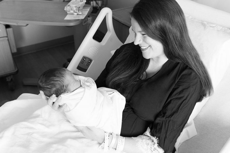 Learn what to eat while breastfeeding to avoid colic in your newborn baby.