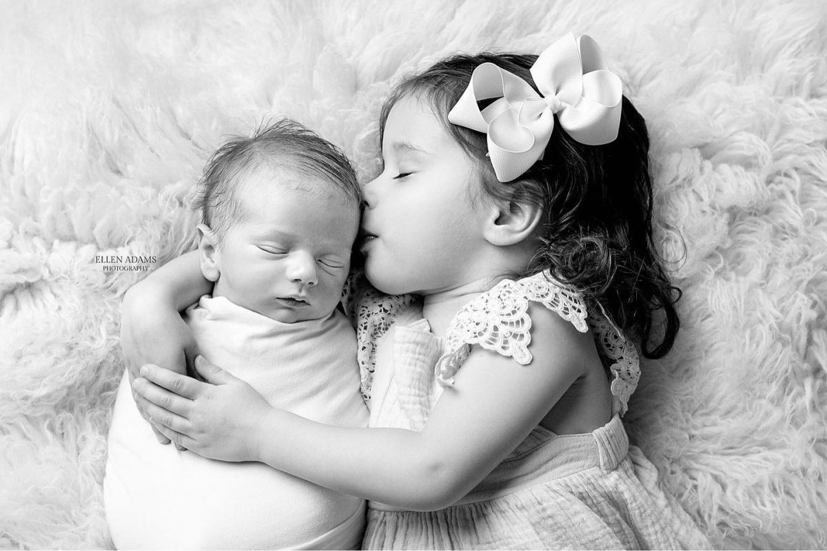 Newborn photography image of siblings in Huntsville AL by Ellen Adams Photography