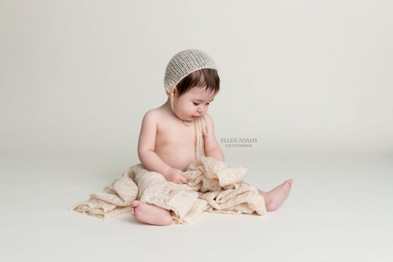 Vintage baby photoshoot by Ellen Adams Photography in Huntsville, AL of a sitter milestone session.