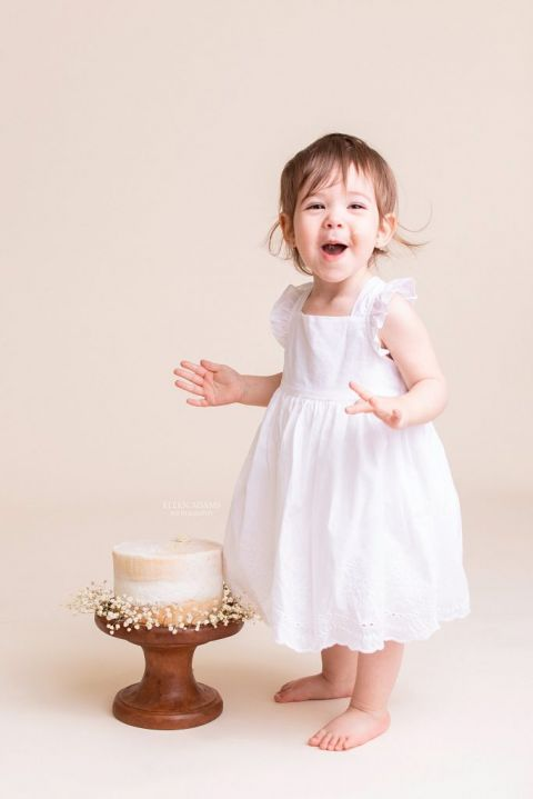 Cake Smash Pictures by baby photographer Ellen Adams Photography