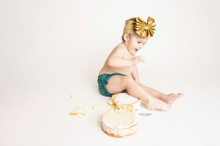 Cake smash ideas by Ellen Adams Photography.